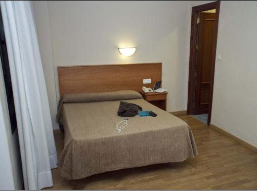 Cabo de gata center central de reservas de hotel for Habitaciones familiares leon